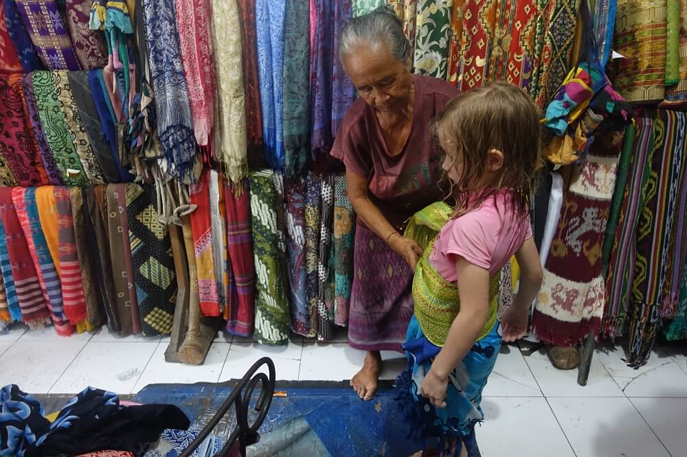 Buying sarongs and sashes in Bali