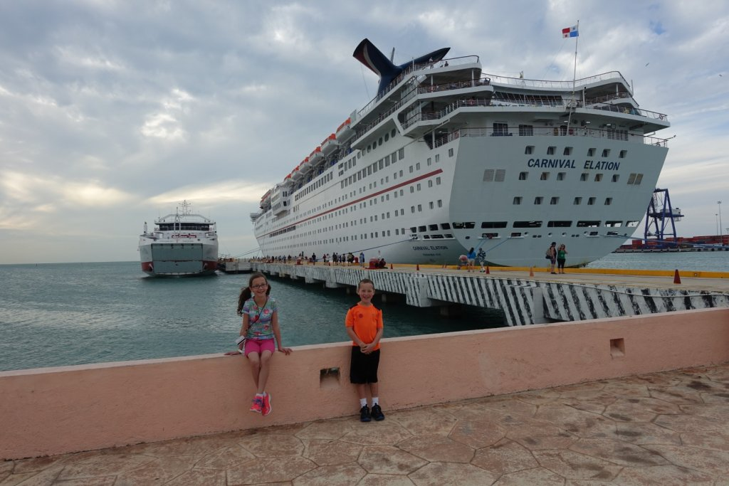 kids in front of a cruise ship