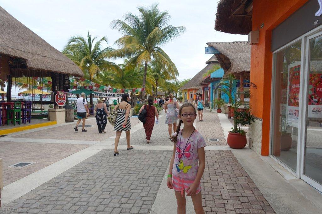 girl posing on the walkway in Cozumel
