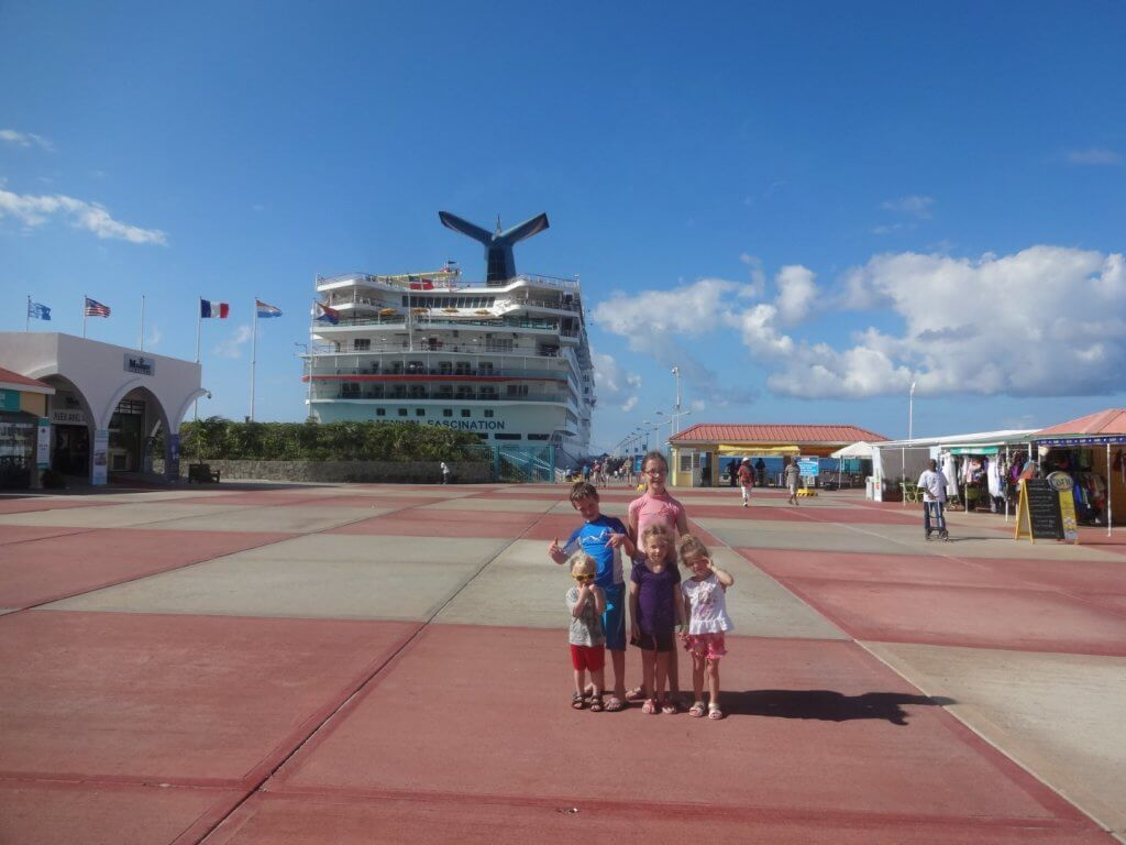 kids in front of Carnival Fascination