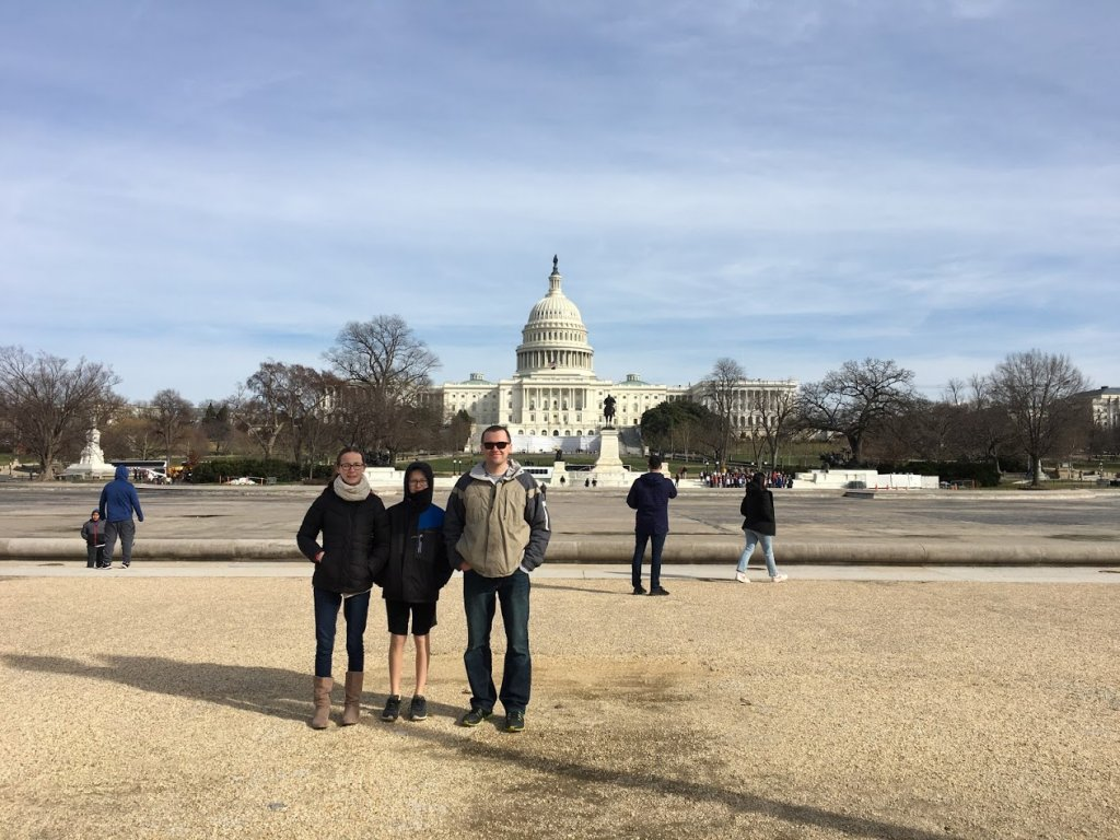 father and kids in front of capitol building