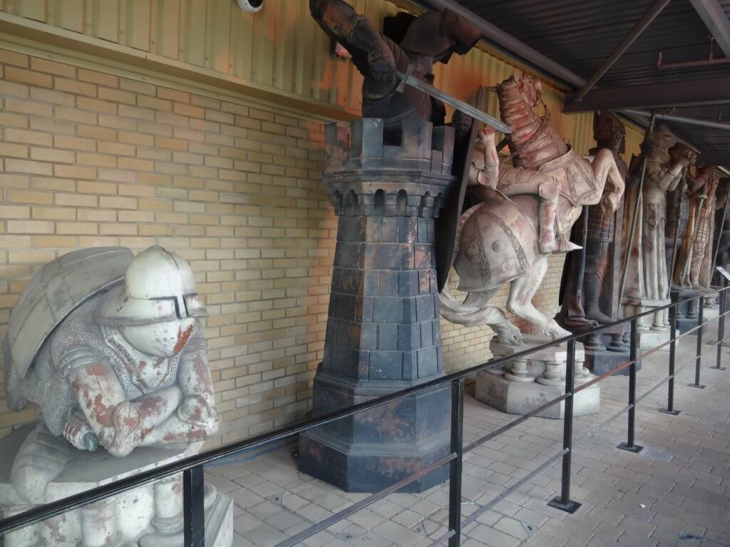 huge chess pieces